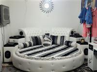 یک دانه تخت خواب همرای ارایش میز مفروشم قیمت 30000